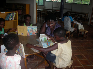 Reading with kids at Accra's Mamprobi Gale Community Library / Credit: Deborah Ahenkorah